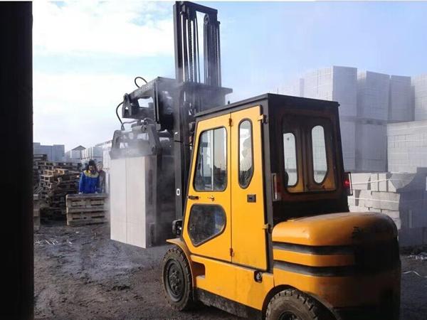 加气砖用抱砖机/蒸压砖用装卸车厂家