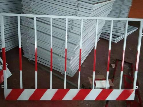 施工电梯基坑护栏加工|河北优良施工电梯井口供应商