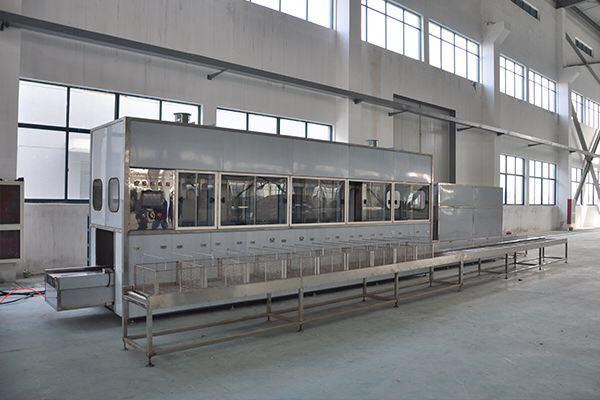 【山东清洗设备】全自动工业喷淋超声波清洗线_履带自动式清洗线
