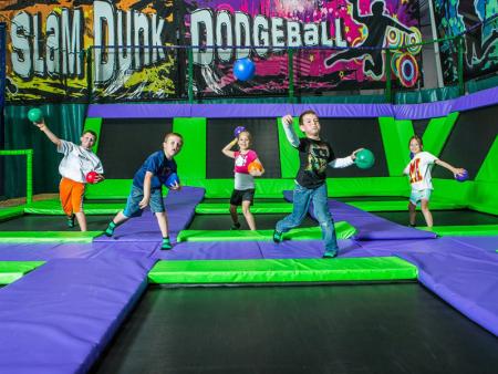 好玩的蹦床就在立本集团,室内儿童乐园开在哪里好
