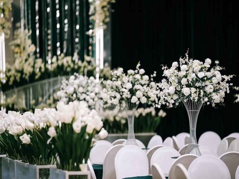 昆明草坪婚禮場地布置-靠譜的昆明較好的婚宴場地推薦-昆明工喜