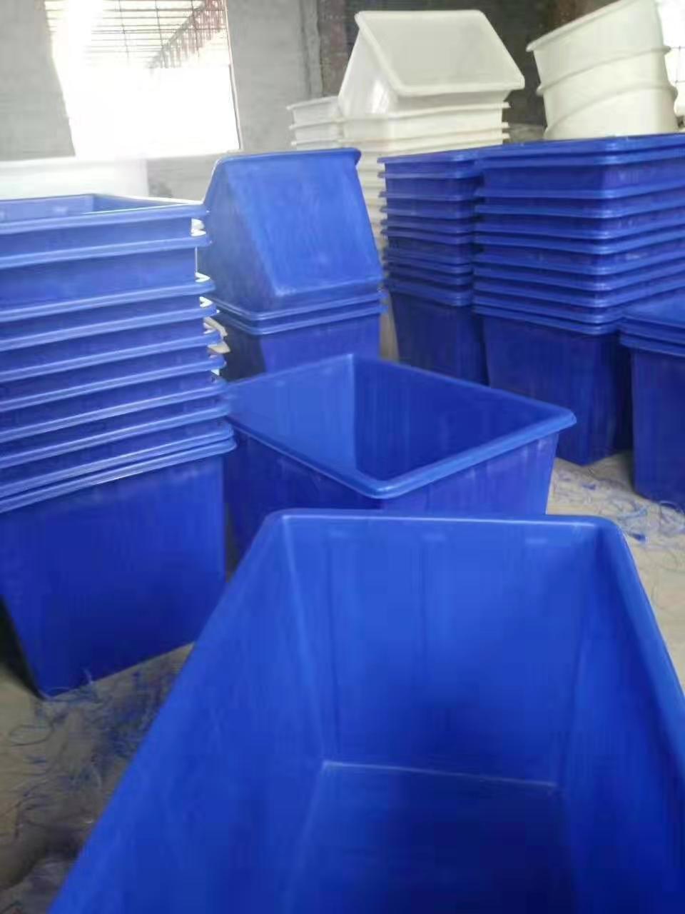 中国专业定制塑料水箱_怎么挑选优良塑料容器