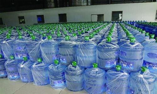 甘luqing泉桶zhuang水精英|青岛可信赖de青�he锌笕�水配送