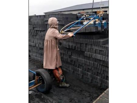抱砖机厂家为砖厂提供好用的设备