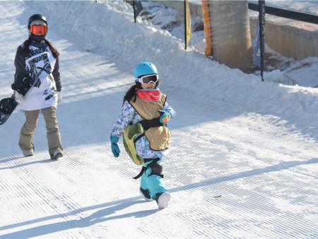 沈阳单板滑雪哪家好?就选雪培文化专业的教练值得信赖!