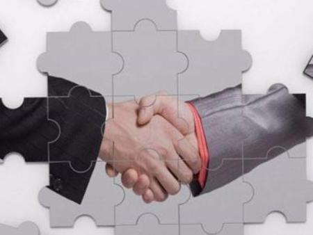 与沈阳人事代理公司签的劳动合同,该向谁要工资?