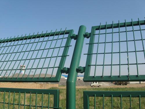 安平县铁路护栏网生产厂家_衡水提供有品质的护栏网