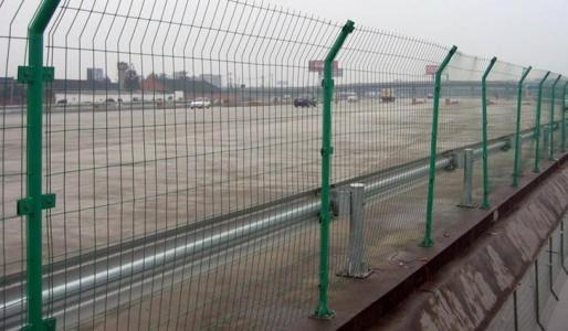 安平县公路锌钢喷塑护栏网厂家直销|河北良好的护栏网服务商