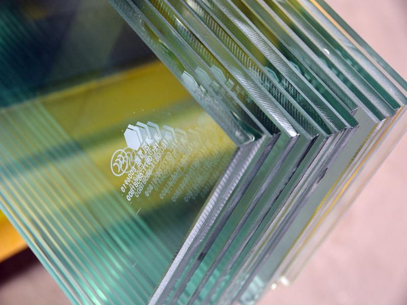 云南夹层玻璃_超值的深加工玻璃直销