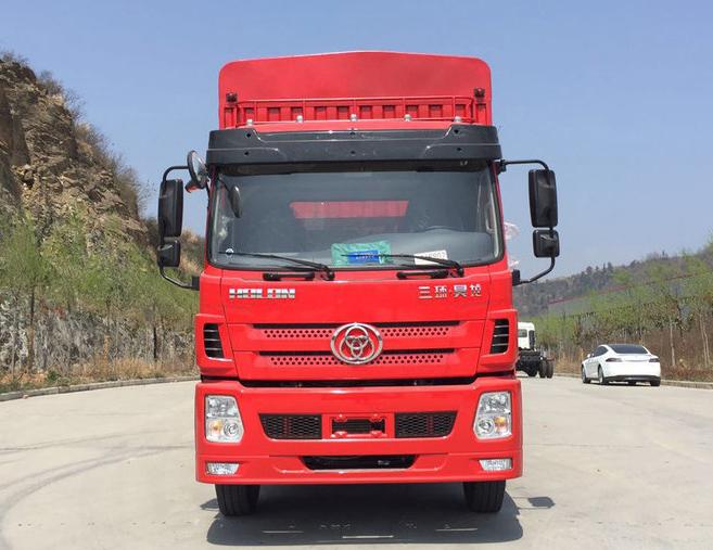 要買8米前四后八載貨車當選臨沂景環汽貿-濰坊三環8米前四后八高欄