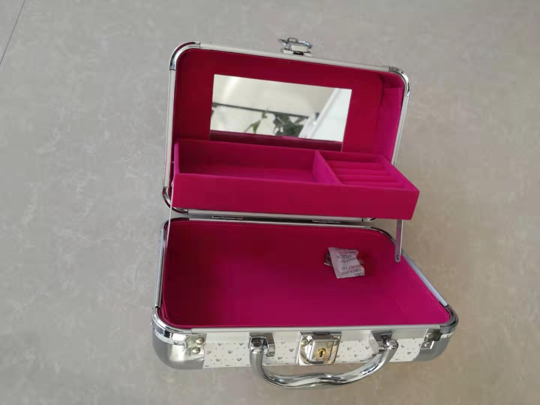 批发化妆箱-实用的化妆箱推荐