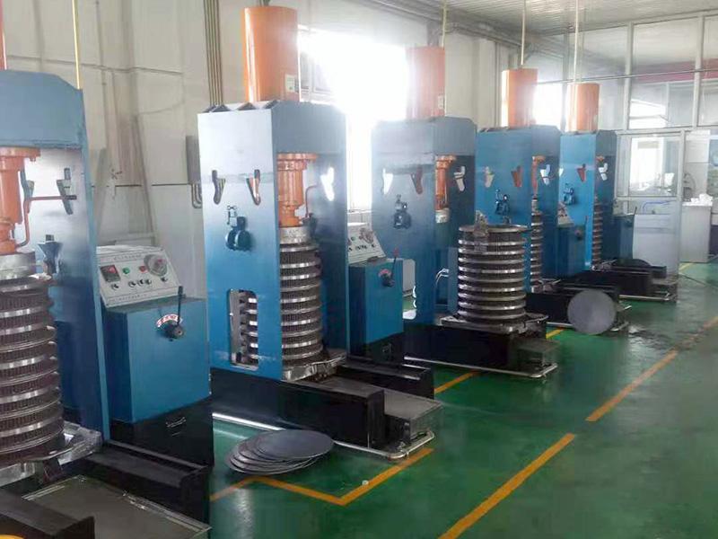 液壓榨油機價格-陽東機械螺旋榨油機行情價格