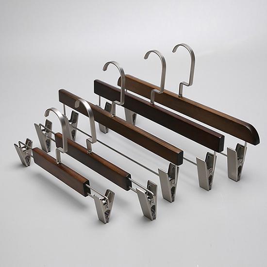 品牌時裝衣架制造-有品質的品牌服裝木衣架供貨商