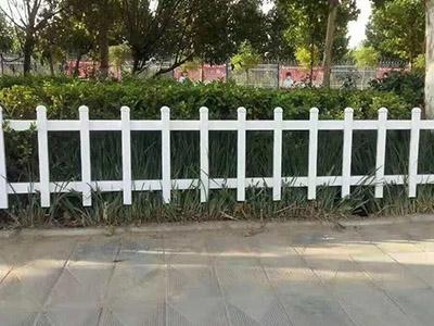 甘肅鋅鋼護欄網_來蘭州偉兵絲網,買高質量的草坪柵欄