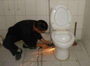 马桶维修师傅电话郑州哪里有马桶疏通师傅