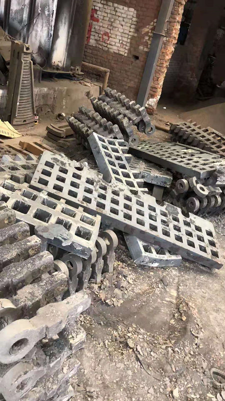 礦山鑄造耐磨破碎機配件篦板