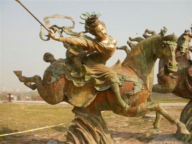 唐朝人物骑马铜雕 公园人物景观铜雕