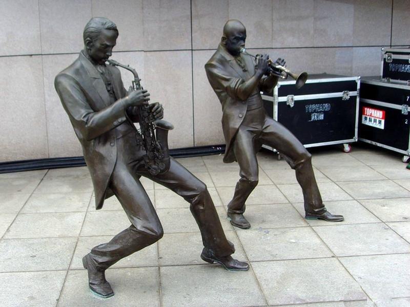吹奏人物铜雕 广场小品雕塑