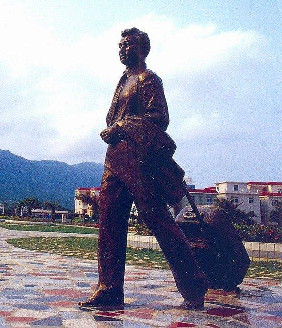 旅客铜人物雕 广场人物铜雕