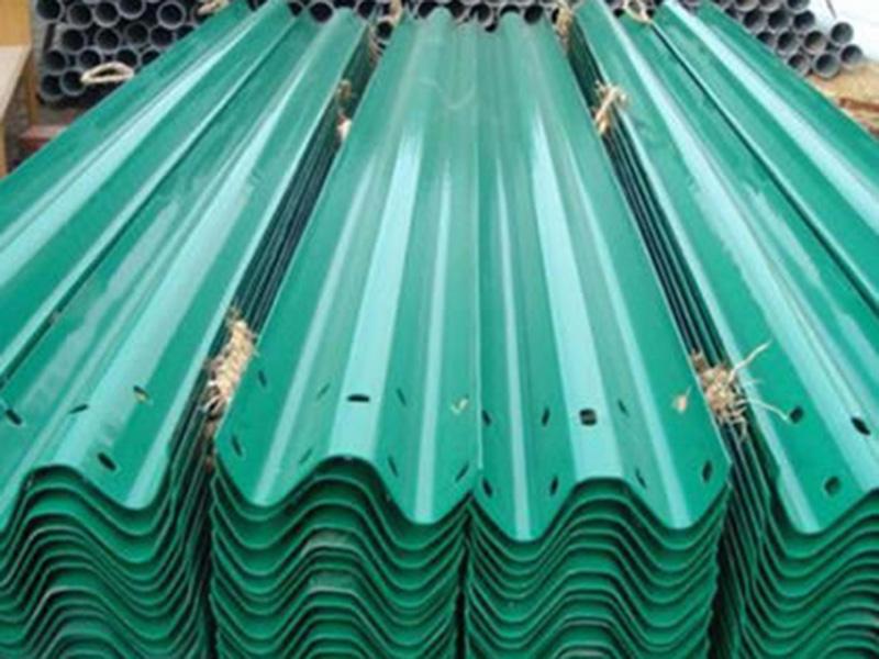 公路波形护栏生产厂家-优良波形护栏推荐
