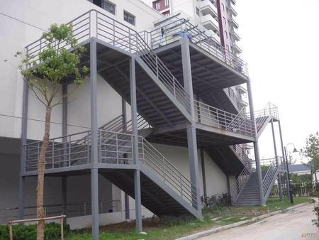 伊春钢结构楼梯厂家|辽宁信盛达提供的钢结构楼梯哪里好
