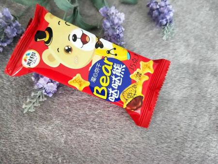 中国休闲食品加盟-山东物超所值的巧克力灌心饼干供应