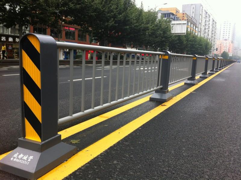 交通隔离护栏厂家_供应价格合理的交通隔离护栏