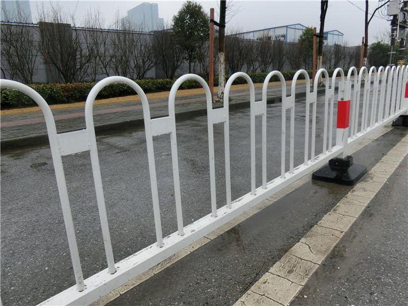 车行道隔离护栏多少钱一米|品牌好的车行道护栏在哪能买到