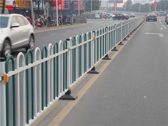车行道隔离护栏一平方米多少钱 河北品牌好的车行道护栏哪里有售