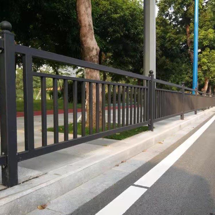 湖南铁艺护栏大门,海创护栏提供有品质的人行道防护栏