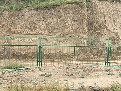钢板网生产厂家-兰州华威金属丝网提供优惠的高速护栏网