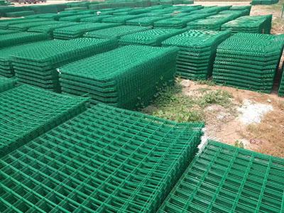 嘉峪關雙邊絲護欄網|好用的雙邊絲護欄網就在蘭州華威金屬絲網