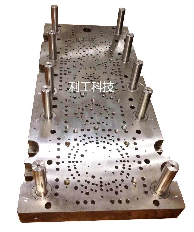 广东立式钻孔机_模具立式钻孔机厂家_数控模具深孔钻利工科技