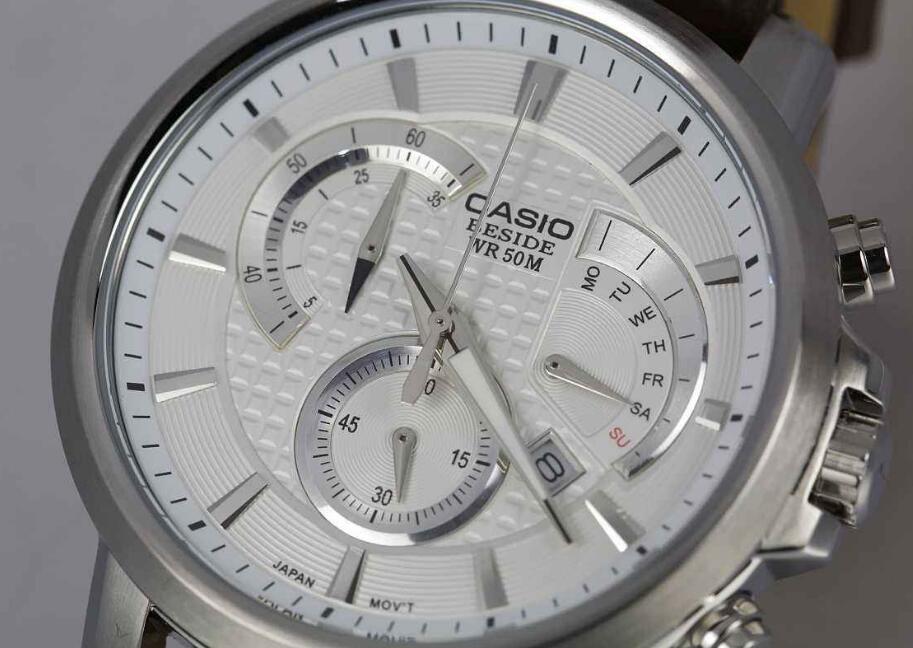 卡西欧手表换电池的方法及注意事