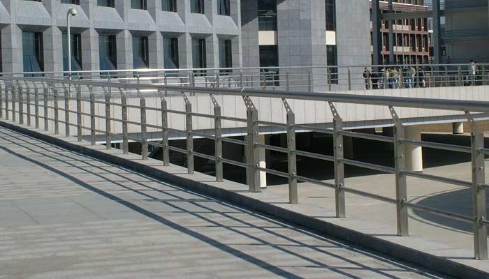 新鄉樓梯扶手-優惠的鋅鋼道路護欄隔離欄當選軒澤實業