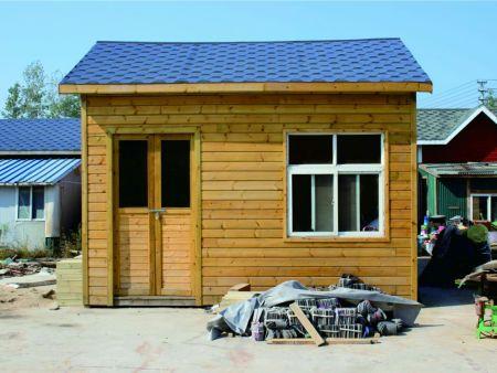 室外仿腐木屋