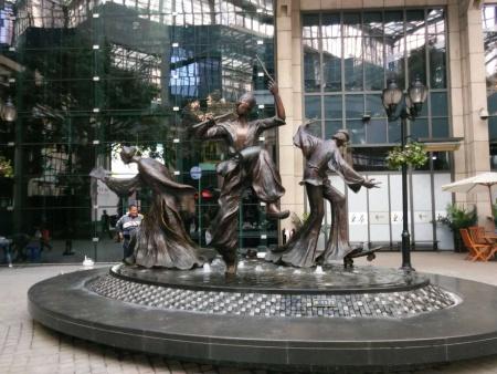 乌鲁木齐泡沫雕塑_供应河北造型优美的白钢雕塑