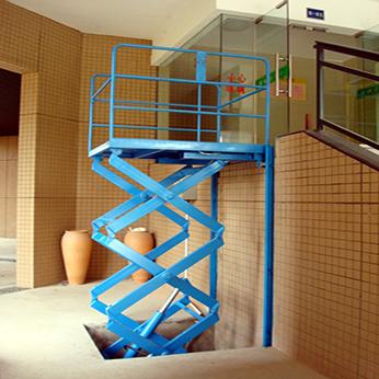 新疆液壓提升機-福海導軌式升降貨梯-富蘊導軌式升降貨梯