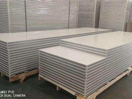 岩棉彩钢板价格和质量成正比 做好衡量很关键