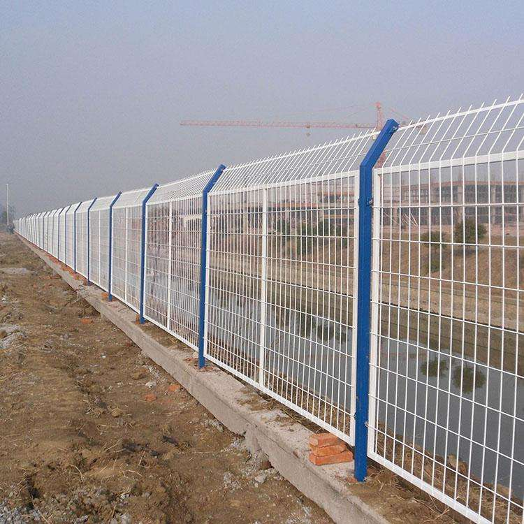 西宁荷兰网-西宁球场护栏网厂家-西宁球场』护栏网公司
