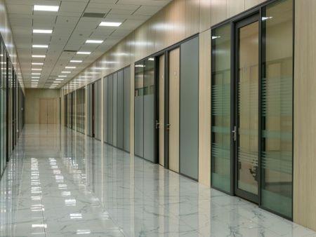 撫順白鋼隔斷價格 沈陽法嚴裝飾_辦公隔斷專業供應
