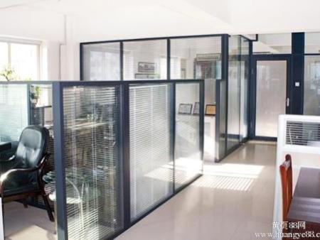 辦公隔斷_沈陽法嚴裝飾專注家具品質|丹東單層玻璃隔斷廠家