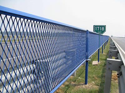 鑫福特金属材料有限公司出售专业的钢板网护栏|山东钢板网护栏