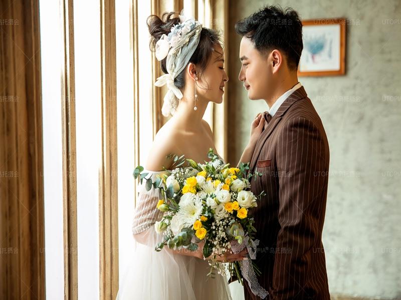 昆明哪家拍婚纱照比较划算-什么地方的婚纱照好-婚纱照合照