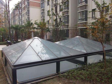 玻璃挡雨棚多少钱|山东物超所值的玻璃雨棚批销