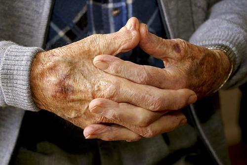 【齐和红外】帕金⌒森理疗 烟台哪里能『治帕金森 帕∑ 金森的症状