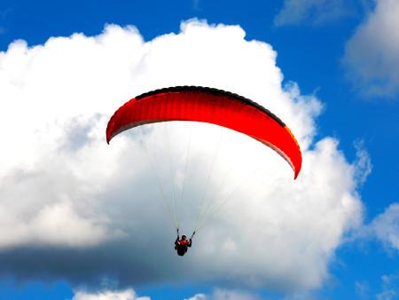 成天嚷着要上天,来东北滑翔伞玩真的啊!
