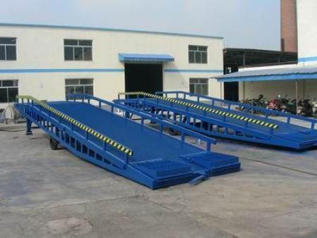 西安液压登车桥-陕西移动式登车桥生产厂家