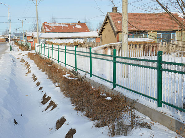 哈爾濱暖氣片-供應黑龍江省價格優惠的哈爾濱鐵藝圍欄