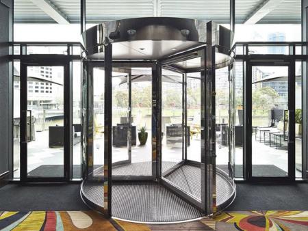 三翼旋轉門設計-上海仿銅旋轉門-天津仿銅旋轉門